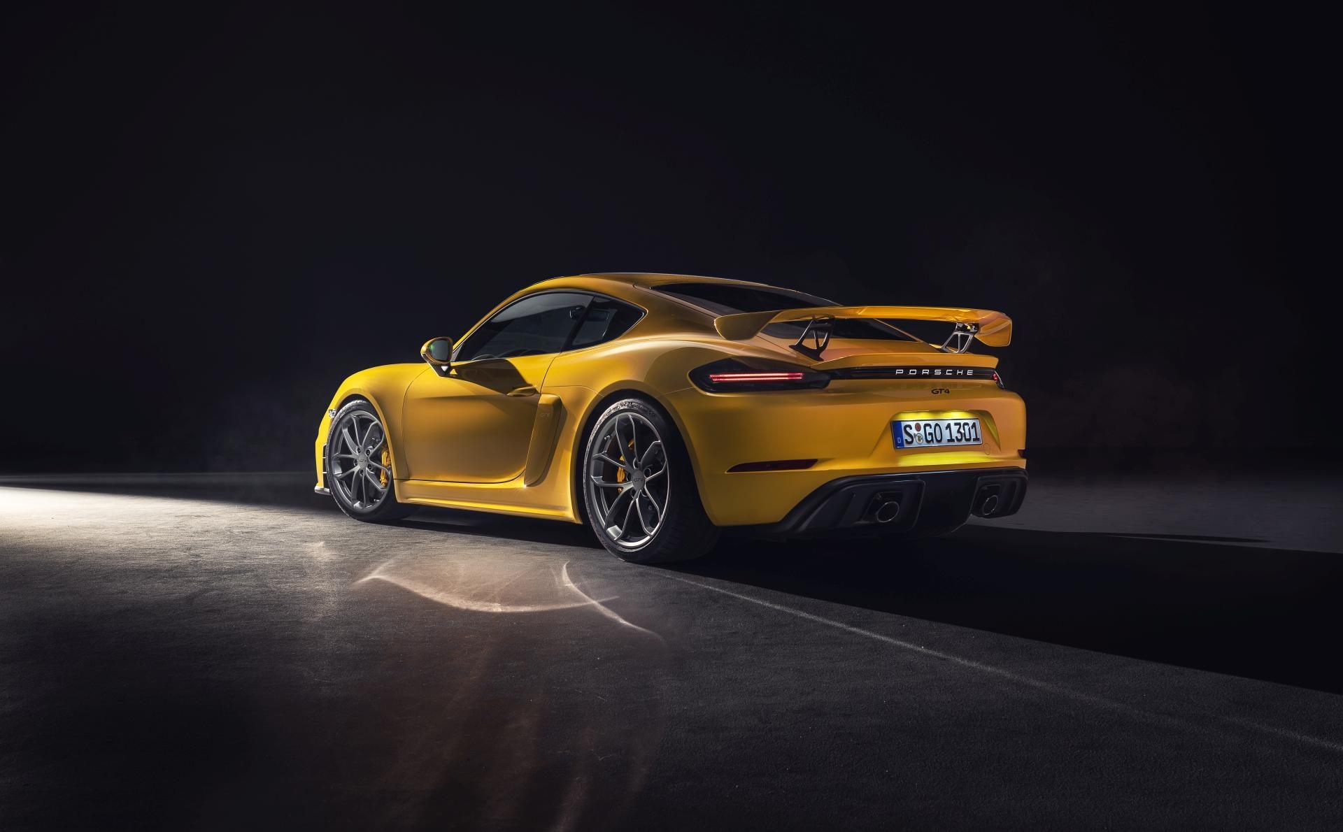 Porsche cayman GT4 spate