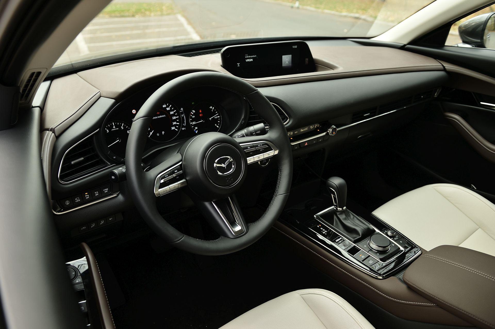 interior Mazda CX-30