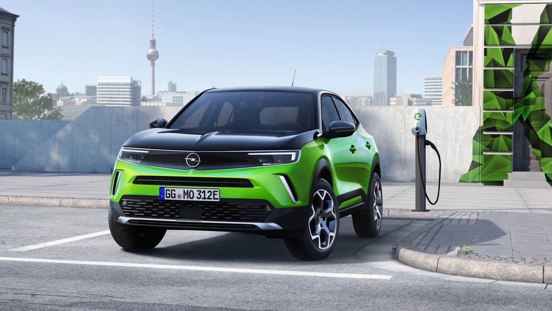 Opel Mokka Electric incarcare la priza