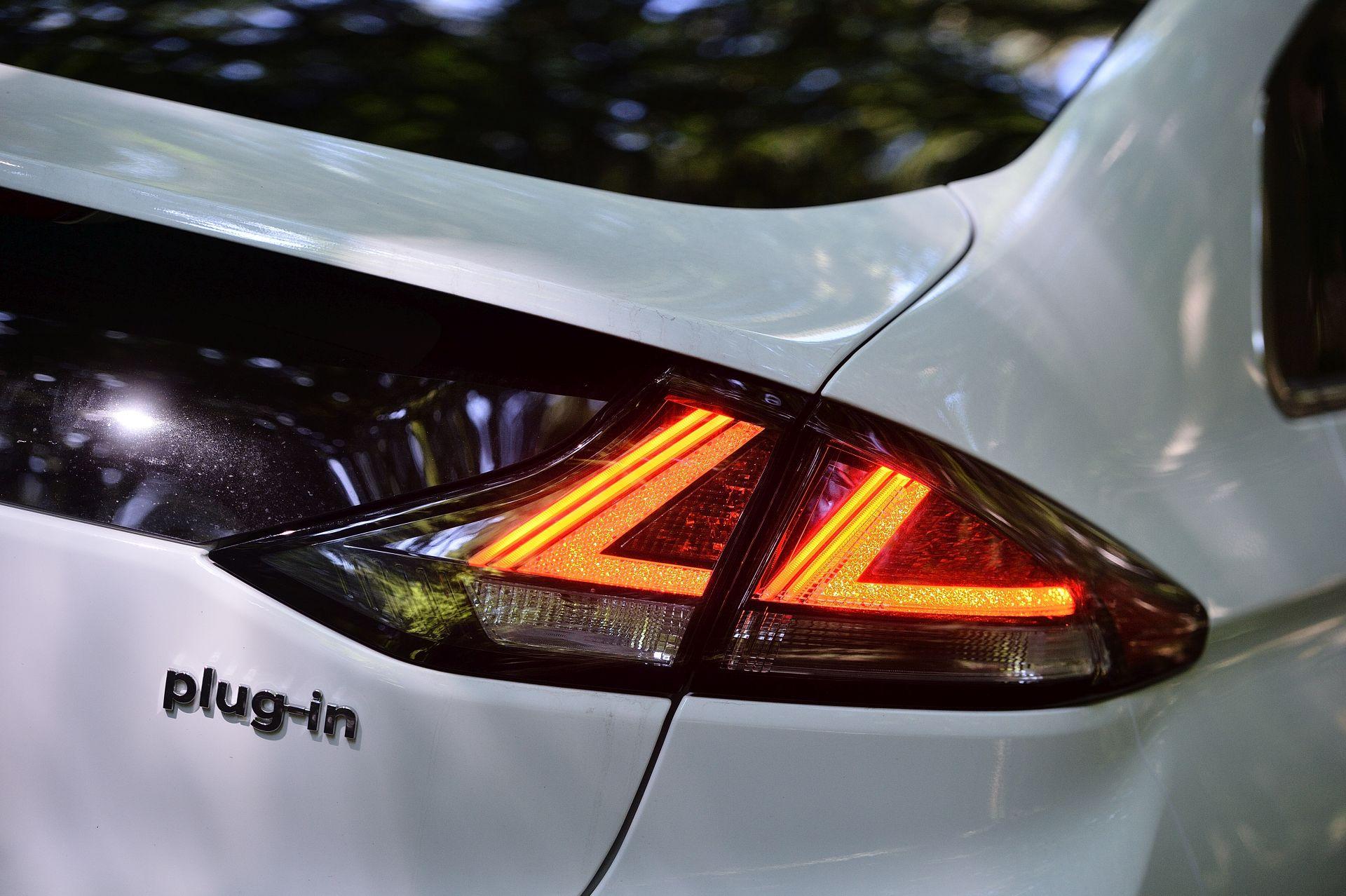 Hyundai Ioniq Plug-in Hybrid stopuri LED