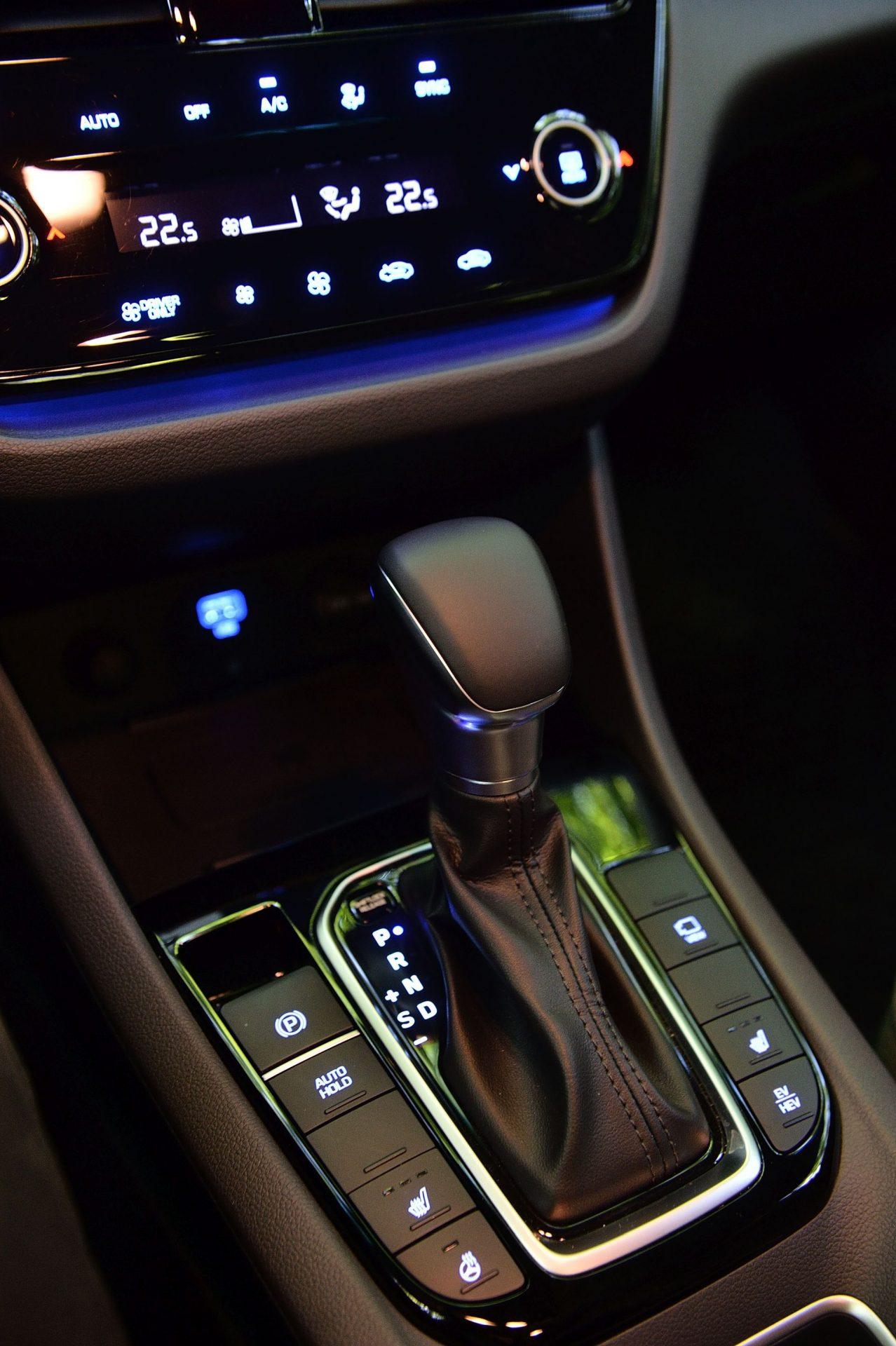 Hyundai Ioniq Plug-in Hybrid cutie automata cu dublu ambreiaj