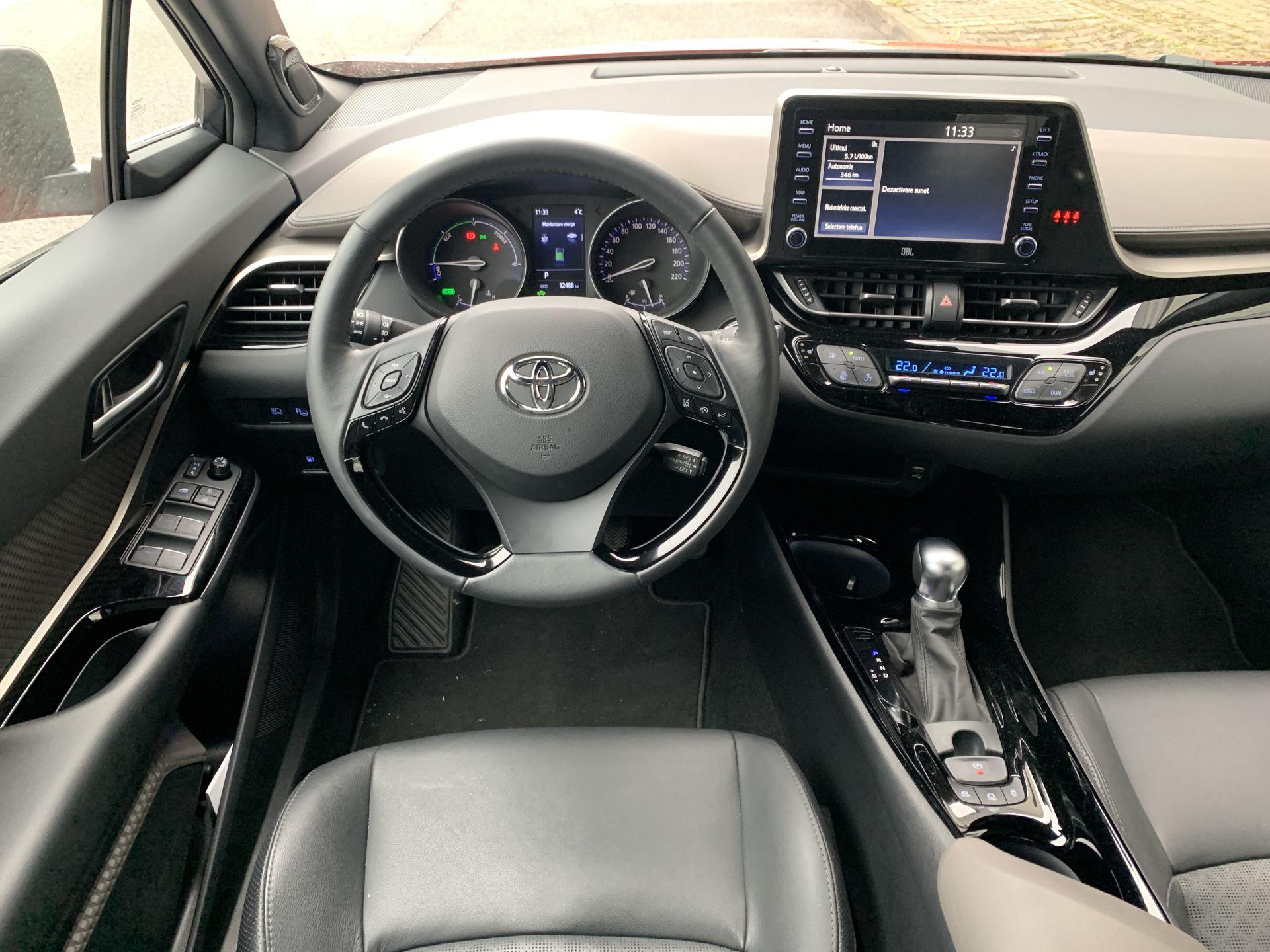 interior Toyota C-HR 2.0 Hybrid
